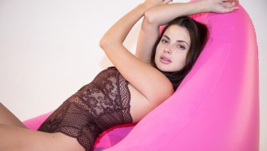 Photo of Aliana in Pink Sofa