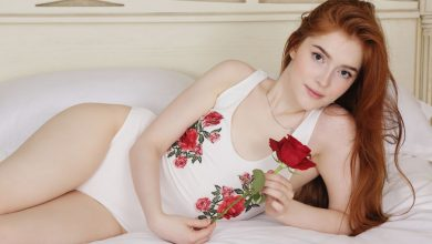 Photo of Nude Ginger Jia Lissa Playing With a Red Rose (Artyo)