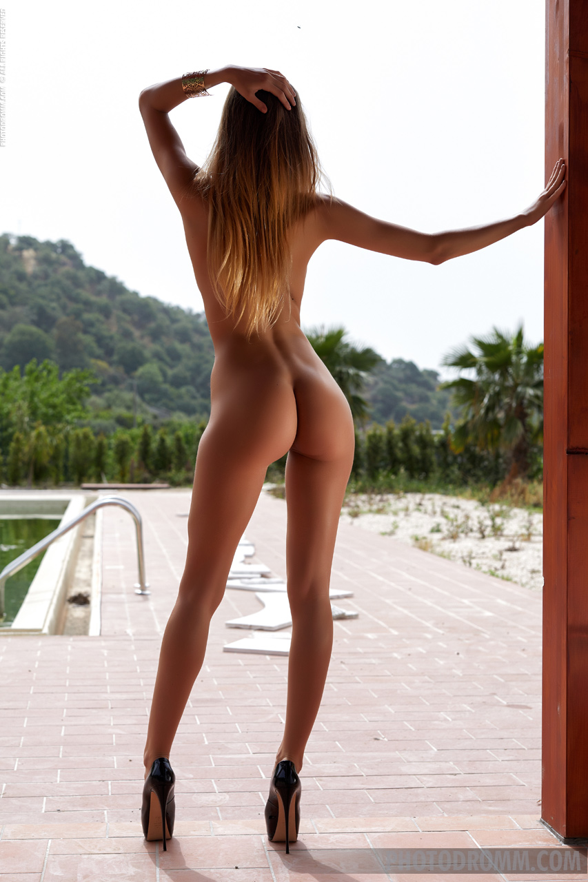 Women with long legs naked, hot naked bootys thick