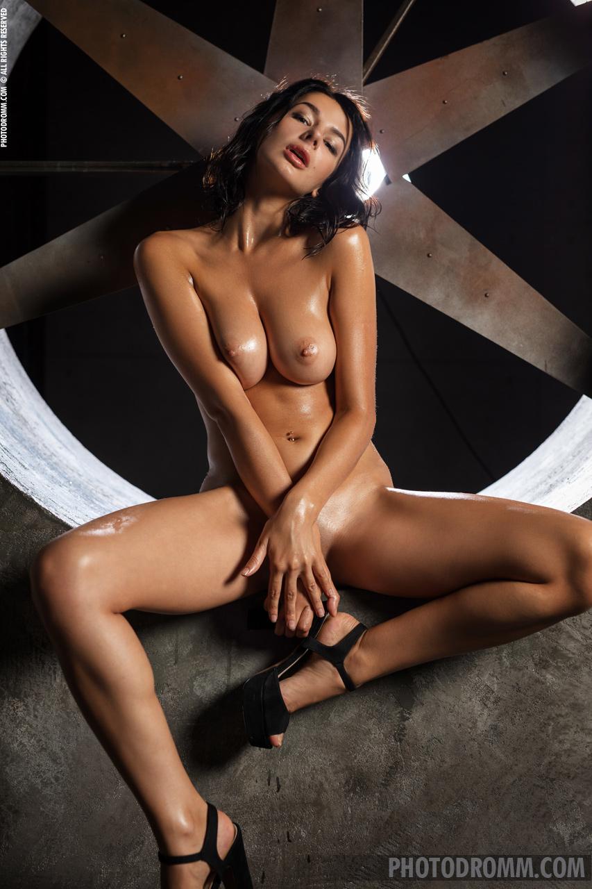 Nadine nude pics Nadine Wonder Girl Photodromm 09 Silky Nude Babes