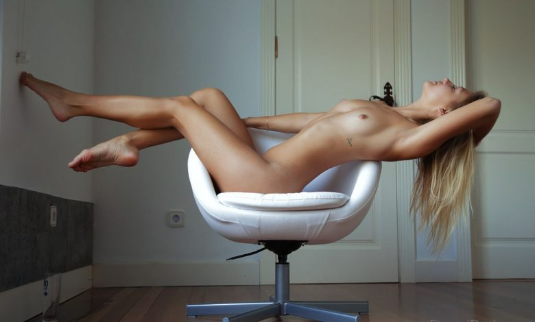 Photo of Katrina showing her firm and sexy body (Ventana)